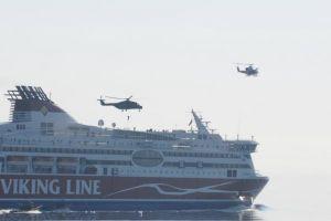 Niecodzienne ćwiczenia w Zatoce Fińskiej. Prom Viking Line wziął udział w manewrach