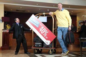 Najwyższy człowiek w Europie reklamuje ofertę Stena Line
